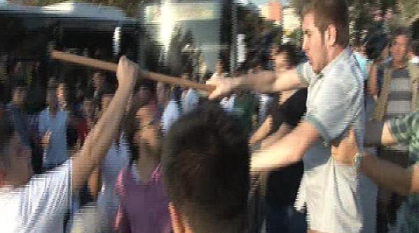Kadıköy'de Farklı Görüşteki Grupların Kavgası : 1 İ Bıçakla , 2 Kişi Yaralandı