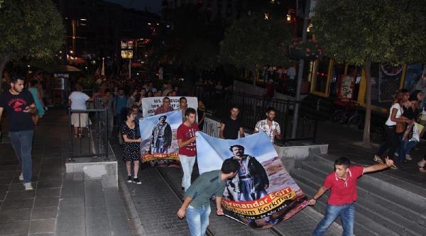 Kadıköy'de Kısa Süren Heykel Gerginliği