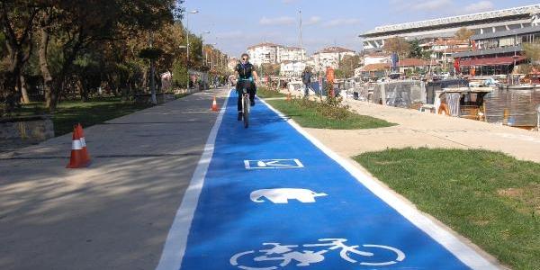 Kadiköy'E Mavi Bisiklet Yolu