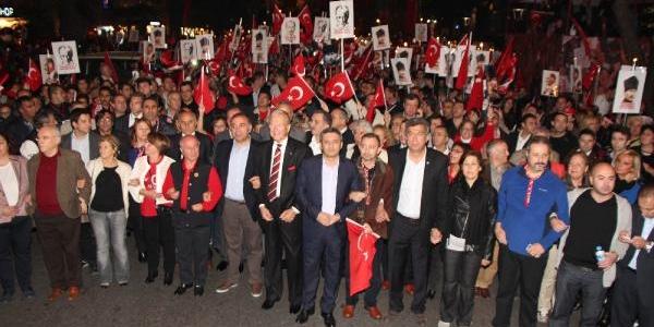 Kadiköylüler Cumhuriyet'in 90. Yilini Bağdat Caddesi'nde Kutladi