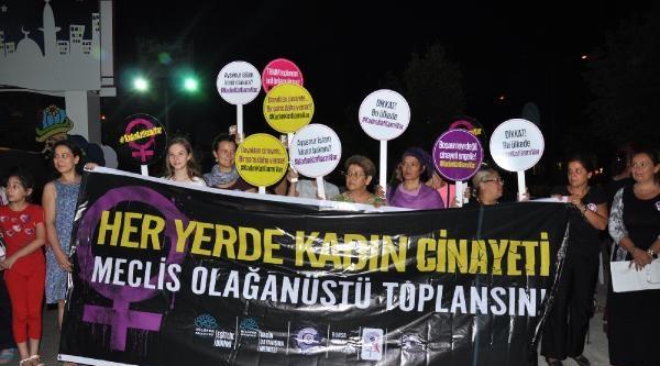 Kadın Cinayetlerine, Kırmızı Elbiseli Tahta Bacaklı Protesto