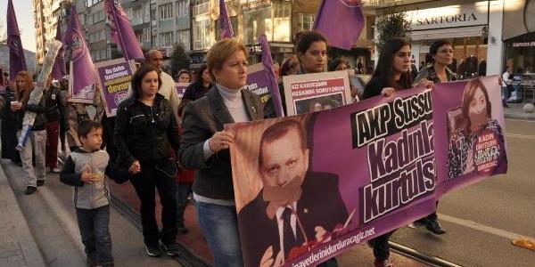 Kadin Cinayetlerini Durduracağiz Platformu'ndan Başbakan'a Tepki Yürüyüşü