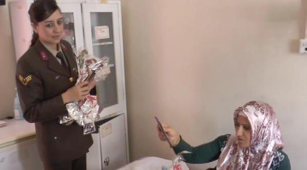 Kadın Komutanlardan Hasta Çocuklarin Annelerine Ziyaret