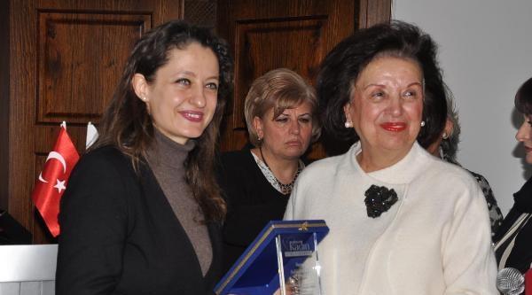 Kadın Platformundan Şafak Pavey İle Ali İsmail Korkmaz'ın Annesine Ödül