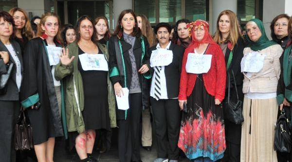 Kadina Şiddet Antalya'da Protesto Edildi