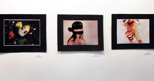 'kadına Şiddet' Resimleri Dünya Turunda