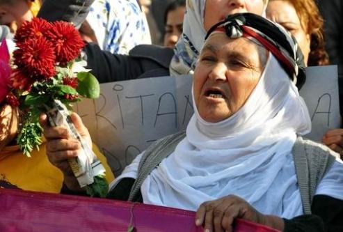 'Kadına yönelik şiddet'e kadın protestosu...
