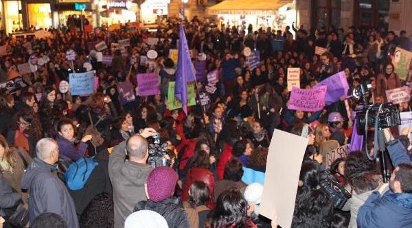 Kadina Yönelik Şiddeti Protesto Ettiler