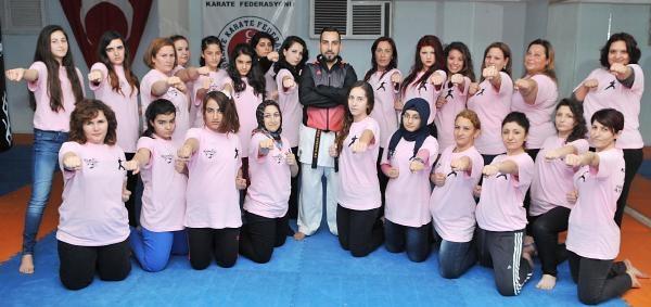 Kadınlar, Şiddetten Korunmak İçin Karate Öğreniyor