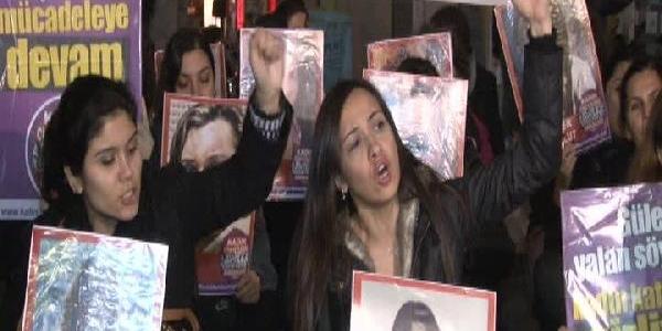 Kadinlardan Galatasaray'da Oturma Eylem