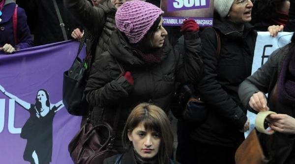 Kadinlardan 'Yolsuzluk Ve Rüşvet' Protestosu
