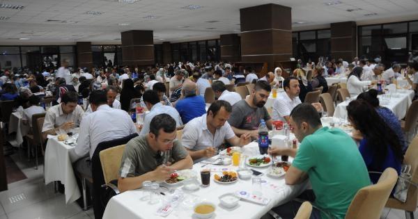Kahramanmaraş'ta Akademisyen Ve Öğrenciler Birlikte İftar Açtı