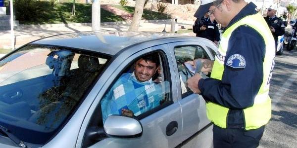 Kahramanmaraş'ta Polisten 'emniyet Kemeri' Uygulamasi