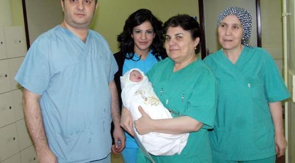 Kahramanmaraş'ta Yeni Yilin Ilk Bebeği 'demet' Oldu