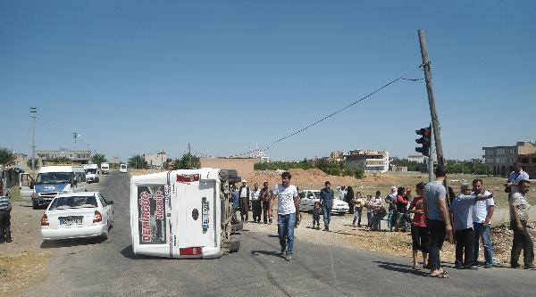 Kahta'da Çöp Kamyonu Minibüse Çarpti: 8 Yaralı