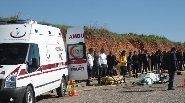 Kahta'da Motosiklet Kamyona Çarpti: 1 Ölü