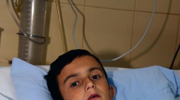 Kalbine Demir Çubuk Saplanan Çocuk Ölümden Döndü