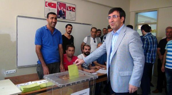 Kalkınma Bakanı Yılmaz, Oyunu Bingöl'de Oy Kullandı