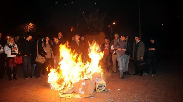 Kamp Ateşi Yakip Eylem Yaptilar