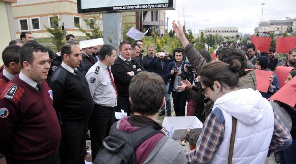 Kampüste Ak Partili Belediye Başkanına Protesto (2)