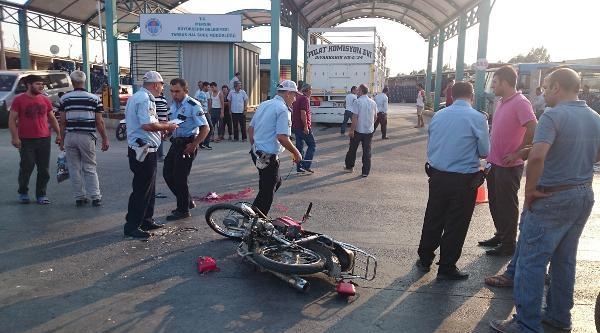 Kamyon İle Motosiklet Çarpişti: 1 Ölü