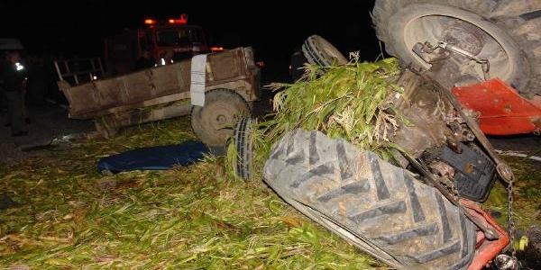 Kamyon Traktöre Arkadan Çarpti: 2 Ölü