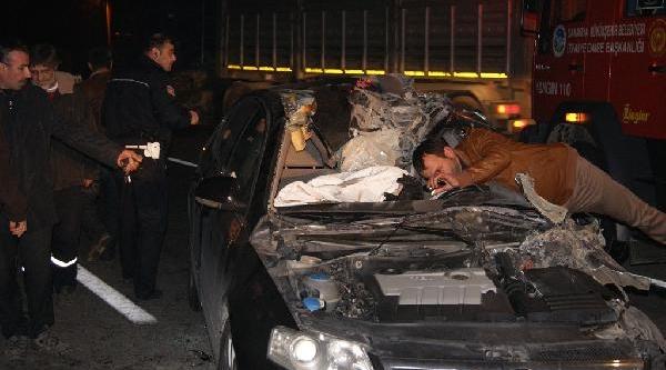 Kamyona Açarpan Otomobilin Sürücüsü Öldü