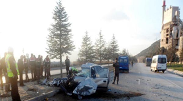 Kamyona Çarpan Otomobildeki 3 Kişi Öldü