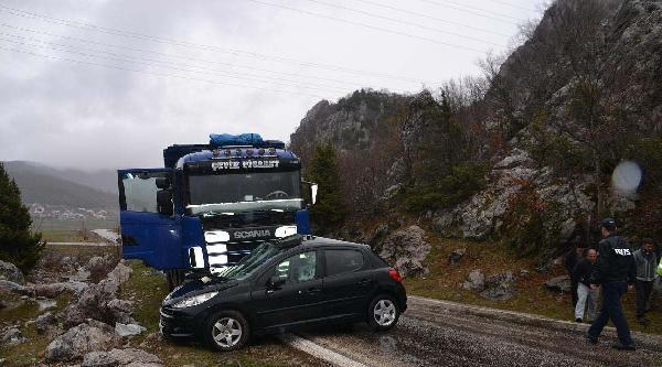 Kamyona Çarpan Otomobilin Sürücüsü Ağır Yaralandı