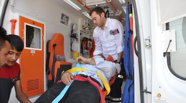 Kamyonet Akaryakıt İstasyonuna Daldı: 7 Yaralı