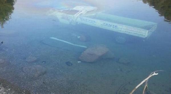 Kamyonet Baraja Uçtu: 1 Ölü, 1 Yarali