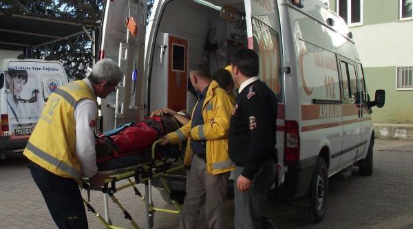 Kamyonet Bariyerlere Çarpti, Suriyeli Sürücü Yaralandi