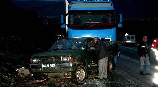 Kamyonet Tir'A Çarpti: 4 Veteriner Yaralandi