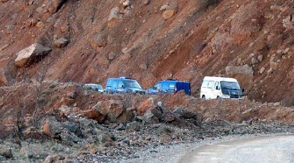 Kamyonet Uçuruma Yuvarlandi: 2 Ölü-Fotoğraflar