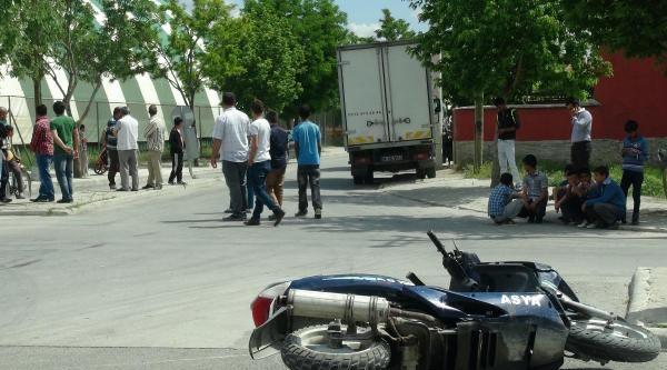 Kamyonete Çarpan Motosikletli Öldü