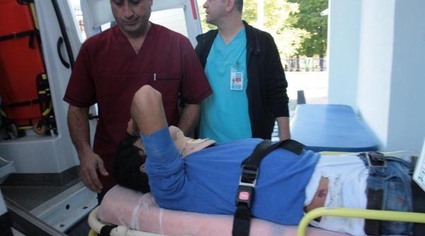 Kamyonetle Otomobil Çarpişti: 2 Yaralı