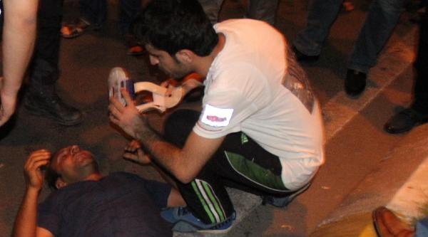 Kamyonetle Polis Aracı Çarpişti: 4 Yaralı