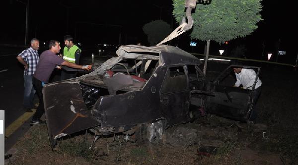 Kamyonla Çarpişan Otomobilde Aynı Aileden 6 Ölü