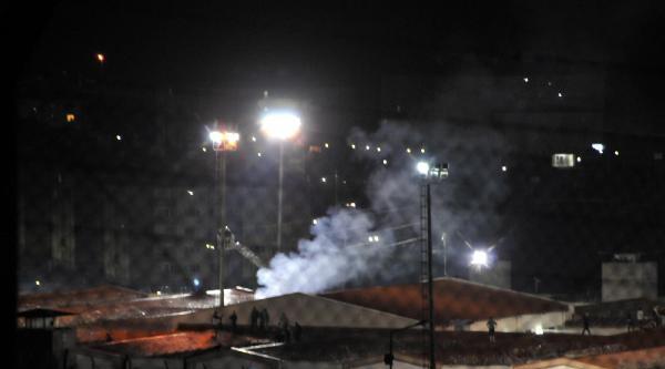Kandıra C Tipi Kapalı Cezaevinde Mahkumlar Yatak Ve Yorganları Ateşe Verdi