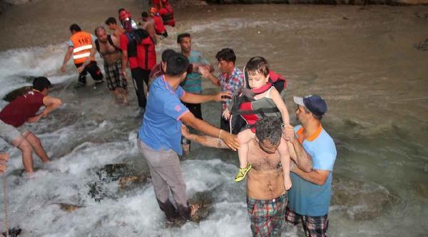 Kanyonu Sel Bastı: 1 Öldü, 8 Yaralandı