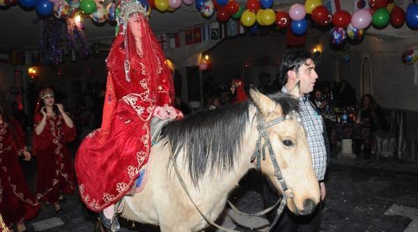 Kapadokya'da Yilbaşi Eğlencesi