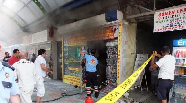 Kapalı Çarşida Hediyelik Eşya Dükkanında Yangın Çikti
