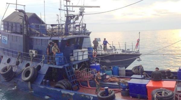 Kaptan 2 Mürettebatını Öldürüp Denize Attı