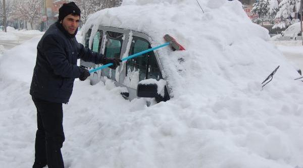 Kar Altinda Otomobillerini Aradilar
