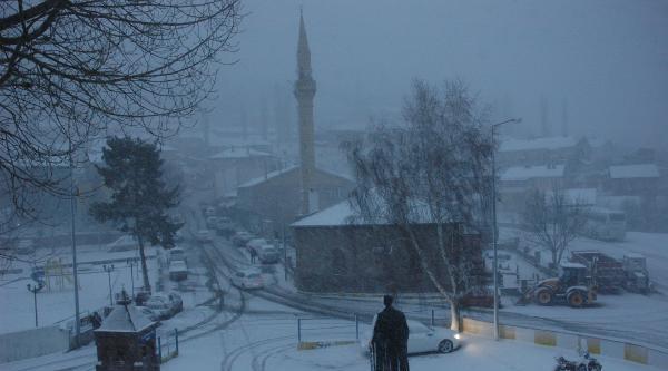 Kar Ardahan'da Yolları Kapattı