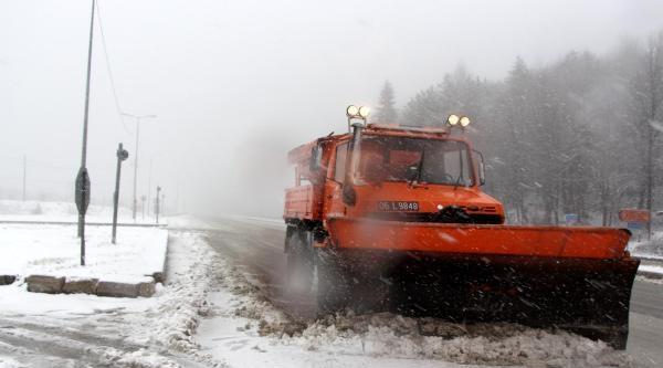 Kar, Bolu Dağı'nda Ulaşımı Etkiledi
