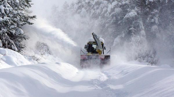 Kar Kalinliğinin 1,5 Metreyi Aştiği Kastamonu'da 565 Köy Yolu Kapali