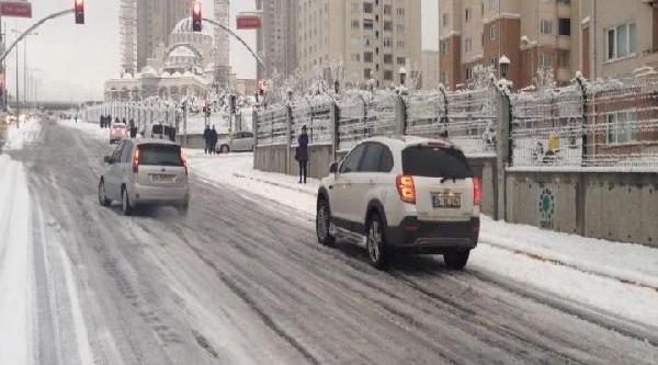 Kar Lastiği Olmayan Araçlar Yolda Kaldi