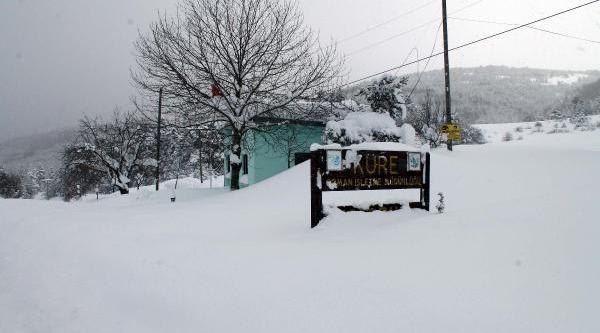 Kar Nedeniyle 34 Köyden 28'i Ulaşima Kapandi