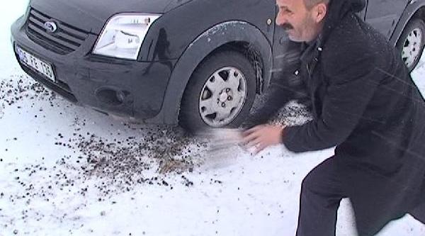 Kar Ve Buzlanma Nedeniyle Araçlar Yollarda Kaldi